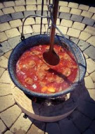 Soutěž ve vaření kotlíkového guláše 1